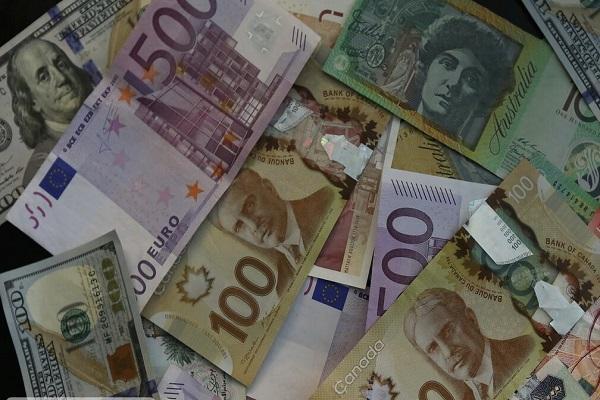 کاهش نرخ یورو، پوند و 19 ارز رسمی